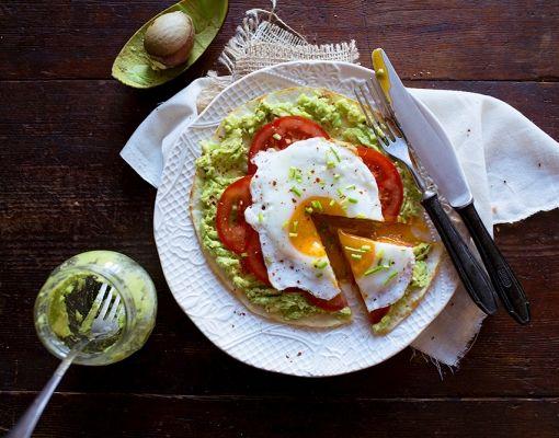 Lavaş Ekmeğinde Avokado Ezmeli Yumurta