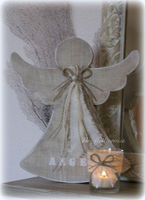 Ange en bois chantourné avec son lumignon - Picture only.