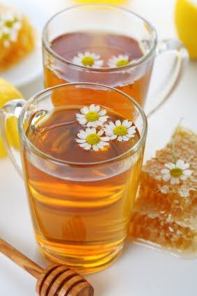 Honey Vanilla Chamomile Tea カモミールティー。ハーブティーの中に浮かんでいるカモミールのお花がかわいい♡