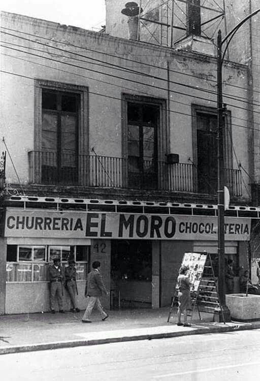 Churreria El Moro, fundada en 1935, sobre la Avenida San Juan de Letran #42, hasta hoy subsiste en el mismo sitio . Imagen de los años 70´s