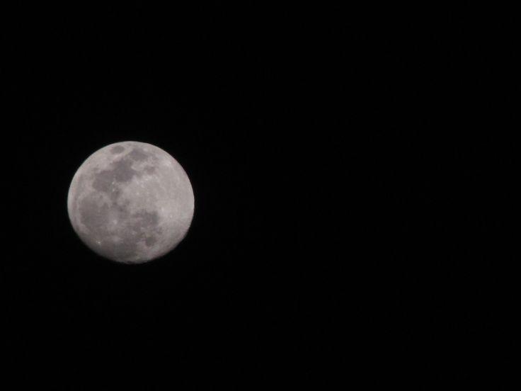 Ley de tercios - luna en la noche