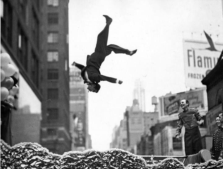 Júniusban a Facebook oldalunkon található NAP FOTÓJA rovatunk témája a Ti döntésetek alapján az 1930 és 1960 közötti időszakban készült képekből válogattunk. A heti kedvenceket minden héten hétfőn, éjfél után pár perccel a HÉT FOTÓJA rovatunkban találtátok, mai...