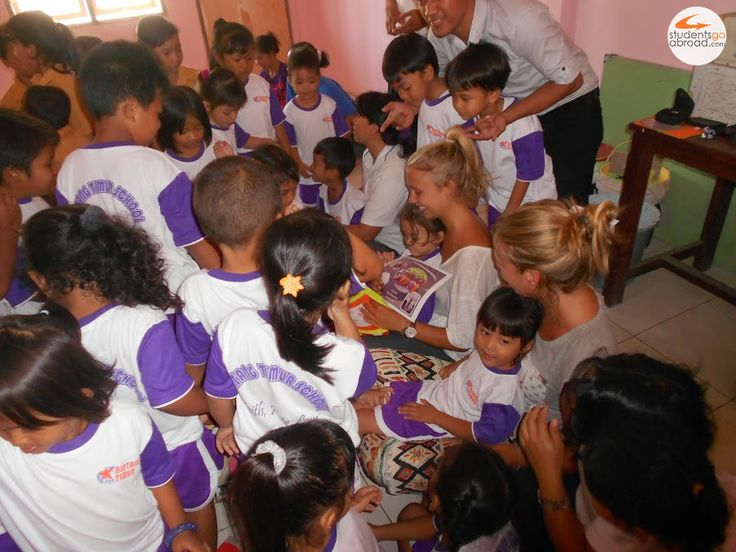 Marissa and Lydi, #volunteers in #Bali #studentsgoabroad