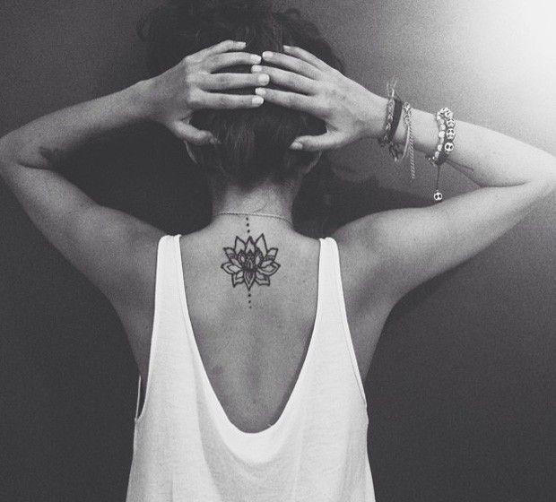 6 tatuagens delicadas para fazer nas costas - Bolsa de Mulher