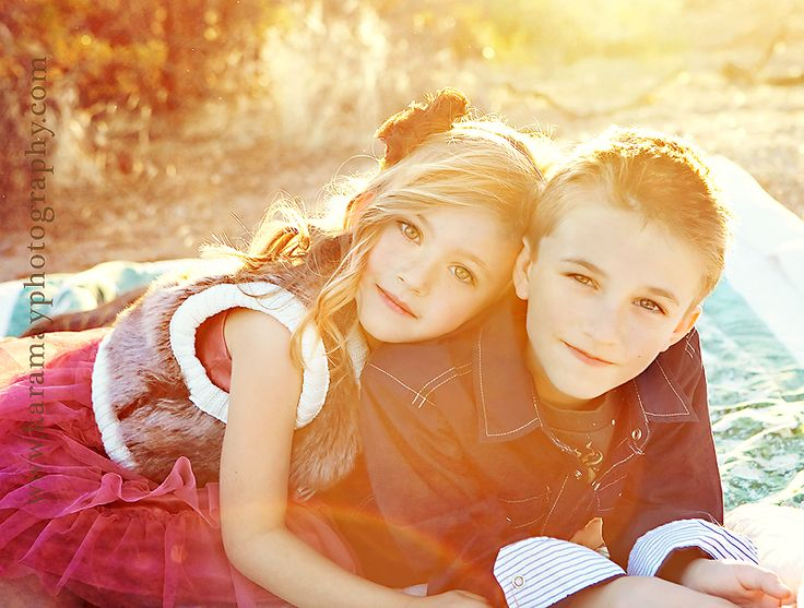 Love this pose I would so do this with my brother <33