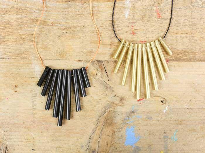 Pour créer un #bijou, vous pouvez utiliser des matériaux parfois surprenants ! Comme ce #collier en pailles par exemple ! On vous explique tout, étape par étape. #DIY