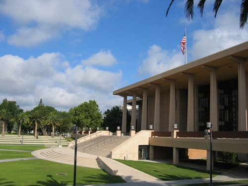 Oviatt Library, California State University, Northridge - 2009 http://www.payscale.com/research/US/School=California_State_University_-_Northridge_(CSUN)/Salary