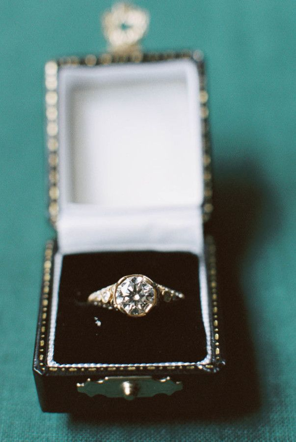 Gorgeous gold diamond engagement ring | Photography: Abigail Bobo - http://www.abigailbobophotography.com/