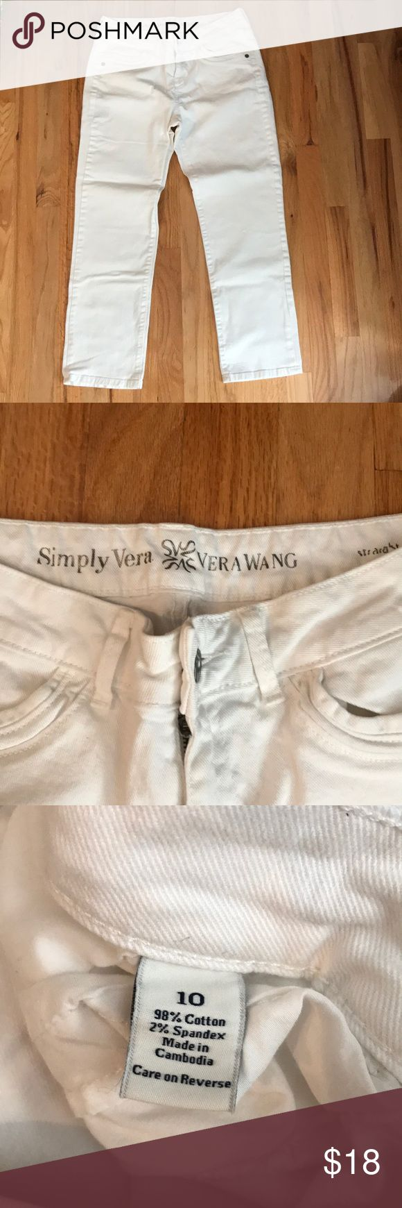 "SUPER CUTE 'Simply Vera Wang' white straight jeans SUPER CUTE 'Simply Vera Wang' white straight jeans - inseam approx 26"" (can be worn as crop jeans on taller person 😊). Excellent barely worn condition - back flap button pockets - SUPER CUTE! Simply Vera Vera Wang Jeans"