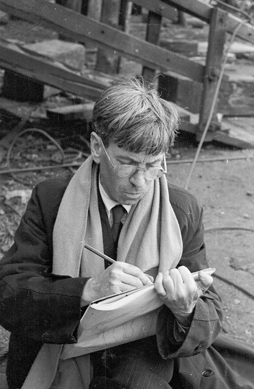 2nd October 1943: English artist Sir Stanley Spencer (1891 - 1959), on Clydeside, Scotland, where he is working as Official War Artist. Stringer / Hulton Archive / Getty Images / Universal Images Group