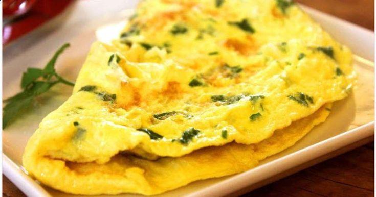 Omelette aux oignons cuisinée à la lyonnaise. Mme Romaine, chef cuisinier estime quil faut 2 minutes pour faire une omelette, 25 à 30 secondes pour battre les œufs. Lomelette est omniprésente dans la cuisine de Lyon , peut-être sagit-il dun héritage de lexcellente cuisinière Mme Romaine qui écrivit en 1963 un livre de cuisine recensant plus de 500 recettes domelettes !. La recette par Cuisine maison, dautrefois, comme grand-mère.