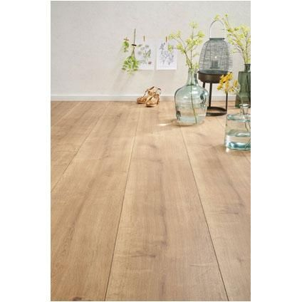 Love this wooden floor  (Decomode laminaat King Size Porto 8mm 2,53m2 | Praxis)