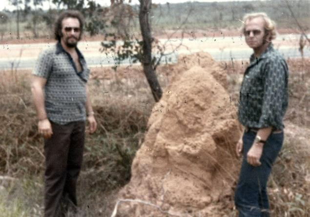 Clarence (l.) and John Anglin (r.) escaped from Alcatraz in 1962. Investigators believed they died in their escape attempt, but this photo allegedly shows them alive and well in Brazil in 1975.
