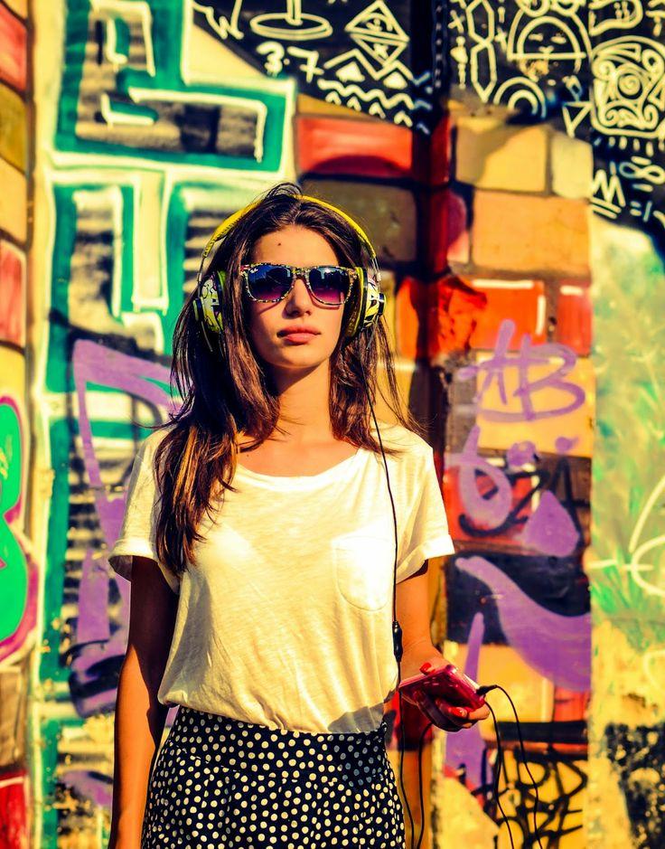 Lori la #ascultacumine pe www.alexdamian.ro