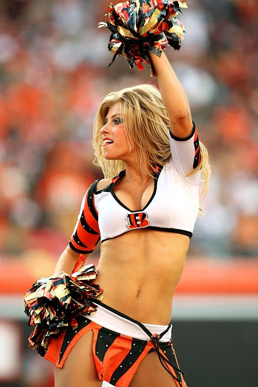 cheerleaders sex video This Hilarious Yet Disturbing Video Shows An NFL Security Guard.