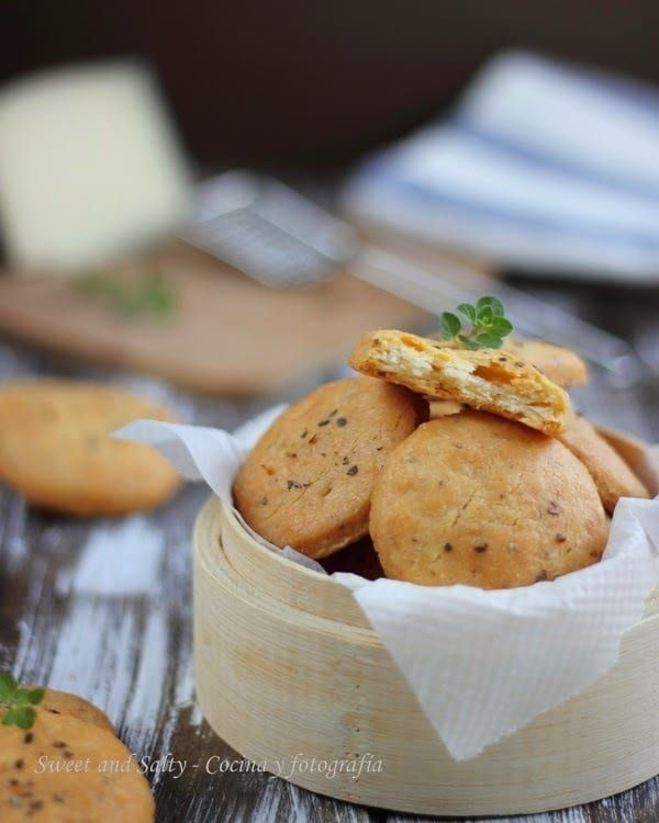 Estas galletas saladas son divinas para comer solas o acompañadas de algún paté o crema para untar. Receta aquí.