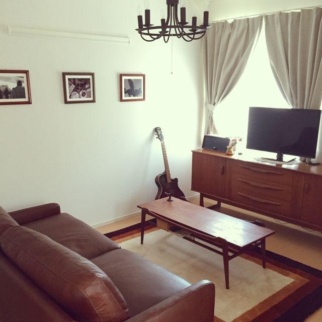 Yucoさんの、リビング,ソファー,照明,ナチュラル,写真,アンティーク,ギター,リビング,家具,革,テレビボード,木,男前,イギリス製,のお部屋写真