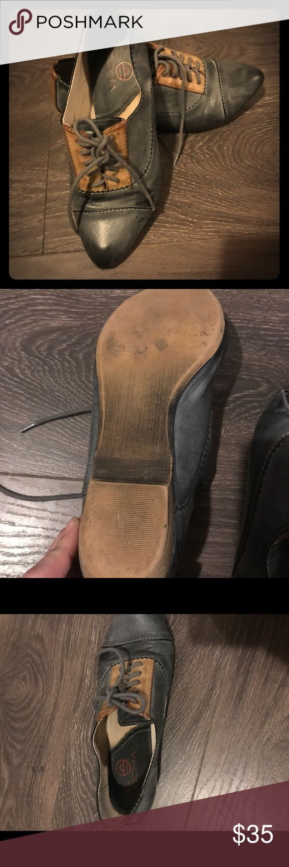 BIG BUDDA SHOES PRE OWNED. VINTAGE SHOES, PRE OWNED, LITTLE HEEL, GREAT WITH A CHUNKY LONG SWEATER AND LEGGINGS OR A TANK AND HIGH WAISTED SHORTS AND A BAGGY WHITE TEE IN THE SUMMER. GOOD CONDITION.. Big Buddha Shoes Ankle Boots & Booties