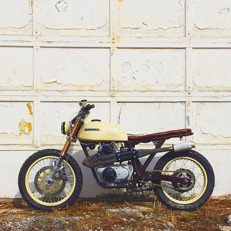 1976 Honda CB360 by @citylimitmoto rocking ZX9 forks and Ninja 250 swingarm. : @angerstreetkustoms & @cafechecko :: #hondacb #cb360 #tracker #scrambler