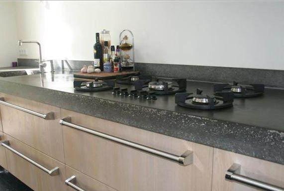 Maatwerk massief 3-laags eiken houten keuken met Viking handgrepen en Pitt Cooking kookplaat - The Living Kitchen by Paul van de Kooi