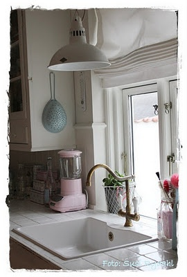 bright and sweet: Aid Blenders, Blenders Girls, Window Over Sink, Kitchens Lights, Pink Kitchens, Cozy Kitchens, Farmhouse Sinks, Kitchens Aid, Kitchens Sinks