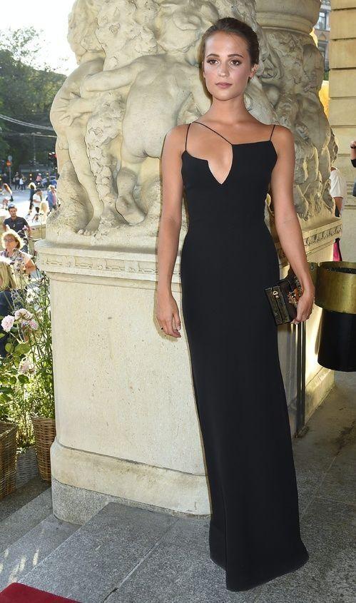 Alicia Vikander en slip dress Victoria Beckham à la première de Jag ar Ingrid à Stockholm, le 24 août 2015