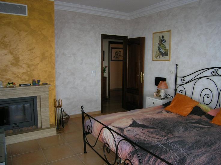 Dormitorio principal con nuestra chimenea ...