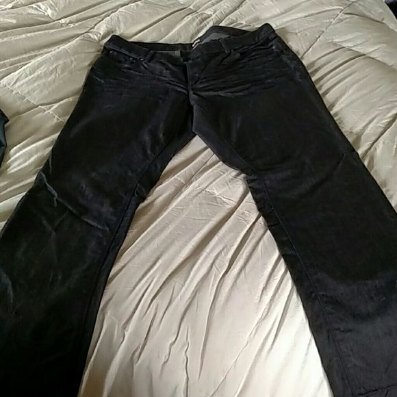"⚡⚡FLASH SALE⚡⚡Old Navy Jean Old Navy very dark washed straight legged jeans. Never worn!Just for reference, I'm 5'8"" and these are a little long on me! NWOT Old Navy Jeans Straight Leg"