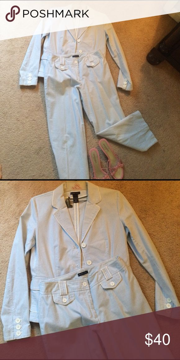 Womens searsucker suit size 8 with Cropped pant. Jones of New York suit in excellent condition! Worn only once! Jones New York Pants Ankle & Cropped