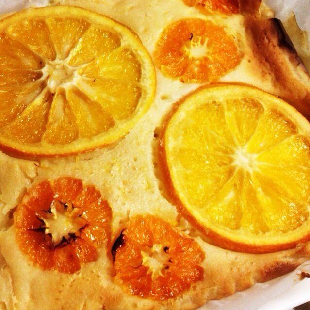 おばぁちゃんからもらったオレンジとみかんを入れてつくりました!  明日まで冷して食べます!  だけど、ちょっとだけつまみ食い❤️  美味しい(((o(*゚▽゚*)o)))(((o(*゚▽゚*)o))) - 32件のもぐもぐ - 萌さんの料理 チーズケーキ風ヨーグルトケーキ♪ by ihbd