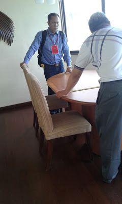 servis sofa ganti kain tambah busa dan bikin baru 08119354999: our team
