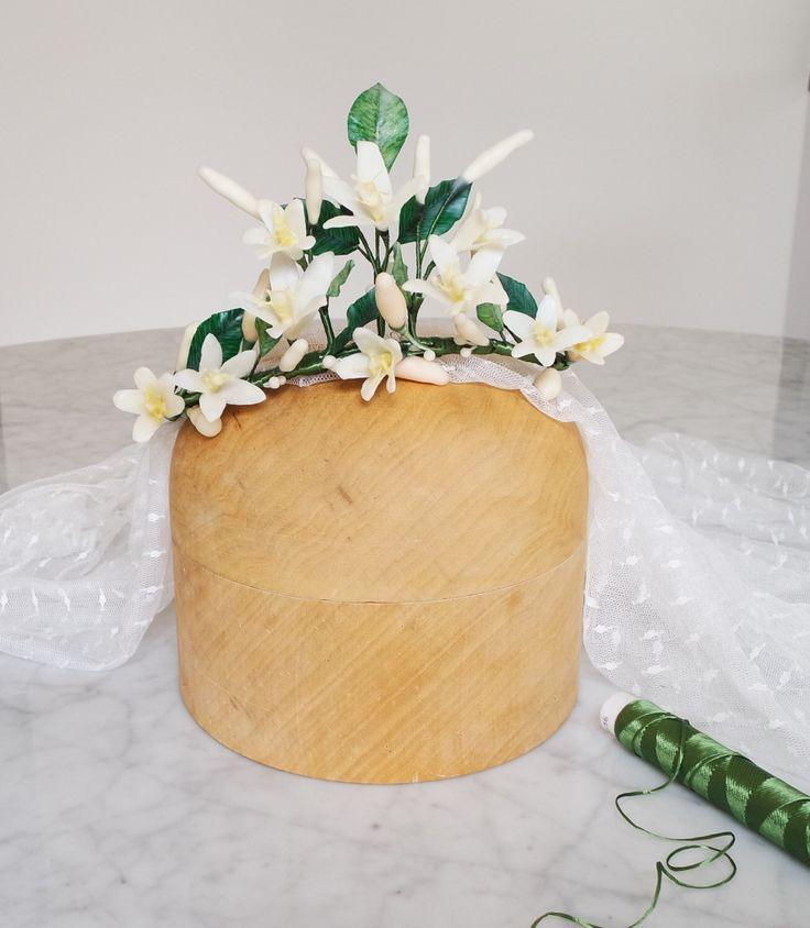 Un favorito personal de mi tienda Etsy https://www.etsy.com/listing/397846999/wedding-crown-wax-bridal-headpiece