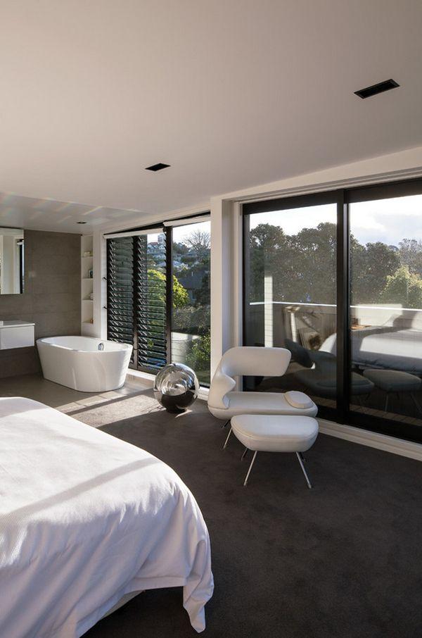10 Romantic Bathtubs In The Bedroom