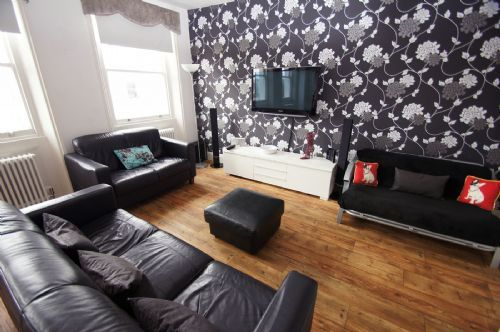 CHESHAM ROAD PENTHOUSE: Stunning 3 bedroom split level apartment to sleep 6 people. Decorated to a high standard with designer wallpaper, comfortable beds, carefully selected furniture and contemporary accessories. http://www.brightonholidaylets.com/holiday-homes/brighton/chesham-road-penthouse/61595/