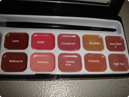 I wish I thought to do this years ago when I wore makeup regularly...create your own lipstick palette.