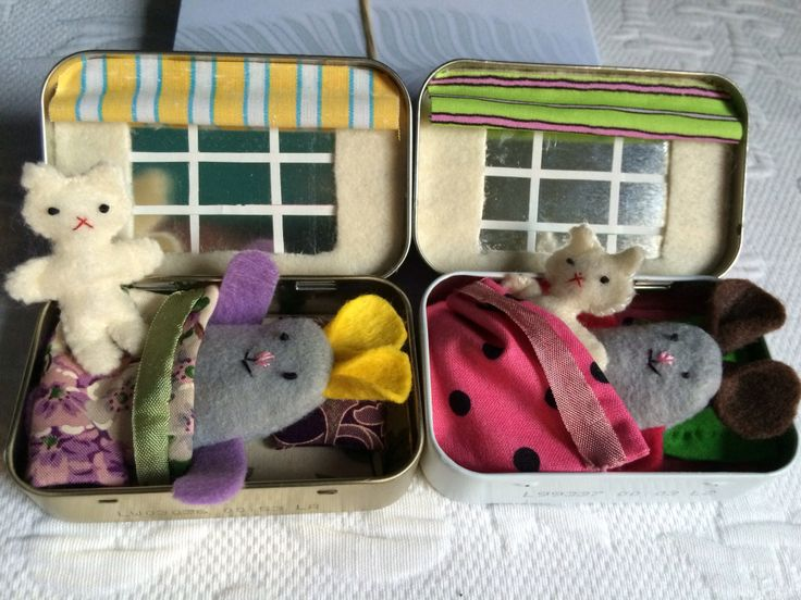 Altoid Tin Pocket Dolls