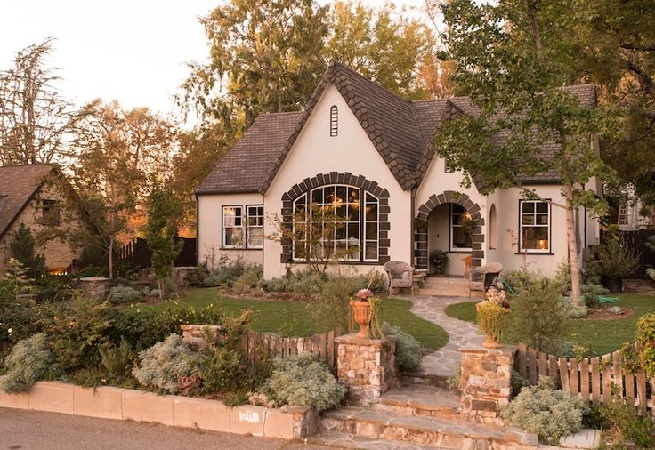 Best 25 storybook homes ideas on pinterest storybook for Piani di casa cottage storybook