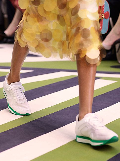 The field sneaker in white leather with an iridescent sequin skirt