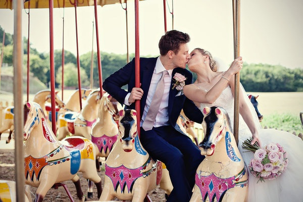 carnival wedding kiss