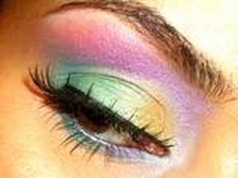 Mermaid eyes I don't know if I'm bold enough to do these looks but they are so pretty must be the drama person in me.