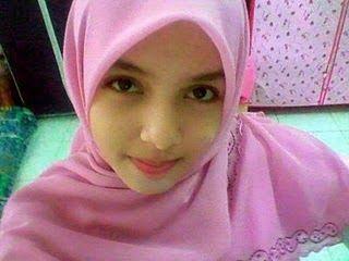 Perempuan Melayu dengan wajah yang jelita