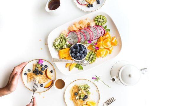Δίαιτα μετά τον τοκετό: 15 must-have φαγητά για τις νέες μανούλες | Diaitamonadwn.gr