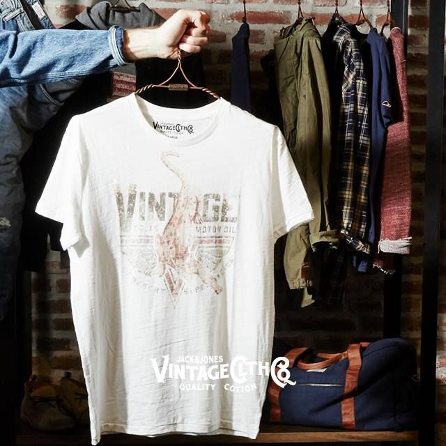 One of our many printed tees from JACK & JONES VINTAGE CLOTHING... Great for your everyday casual outfit!
