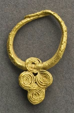 Iron age Celtic Gold earing discovered on the Algarve (South Portugal). On display at the National Museum of Archaeology, Lisbon, Portugal.   Image: http://www.matriznet.dgpc.pt/MatrizNet/Objectos/ObjectosConsultar.aspx?IdReg=124532