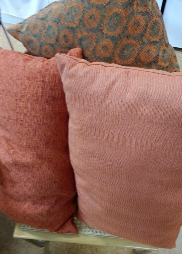 De smukkeste puder håndvævede i vores Tussah Silke Viskose garn (design: Annette Jessen)