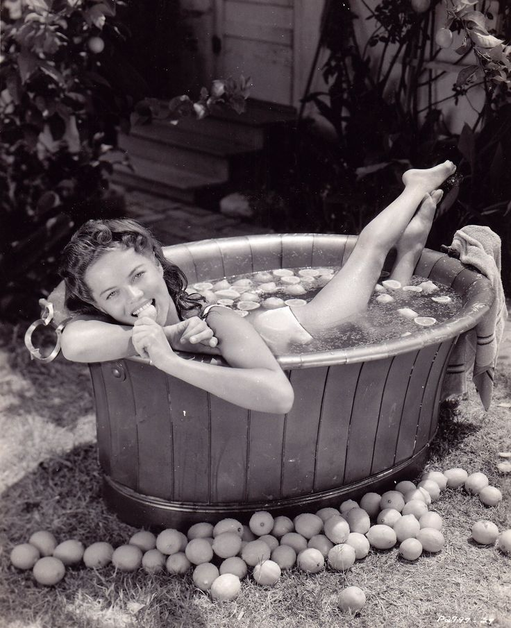 Dona Drake: singer, dancer, and actress in 1930s, 40s
