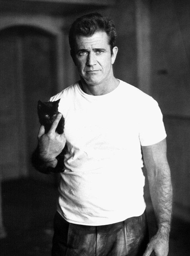 Men with cats. Mel Gibson and black cat.