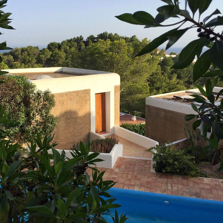 1968 Casa Josep Lluís Sert comprises several buildings linked by a pool terrace with distant sea view.