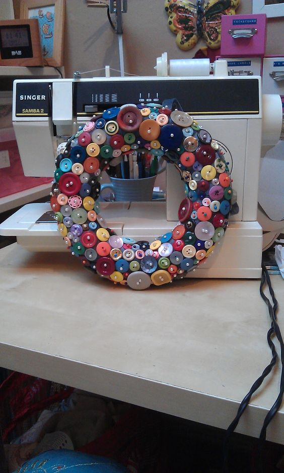 SwirlyThoughts: Make your own button wreath