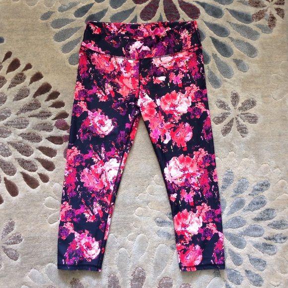 Fabletics workout capri Very vibrant and gorgeous workout capris. Worn twice. Excellent condition. Fabletics Pants Capris